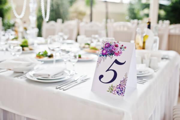招待制と会費制結婚式の席次表アイデア