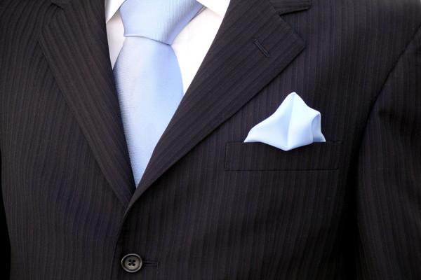 ブライダル用の青いハンカチ