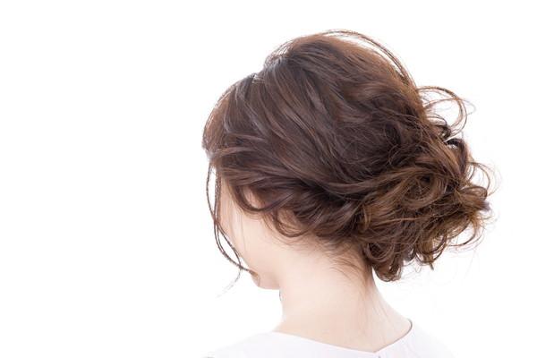 結婚式二次会の小物&髪型マナー