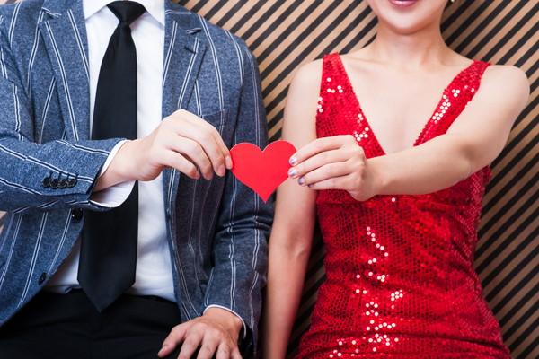 結婚式二次会の招待で書かれる「平服」とは