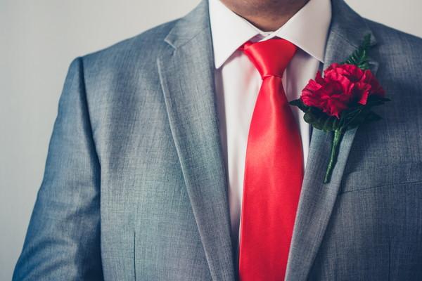 結婚式のスーツ選びマナー