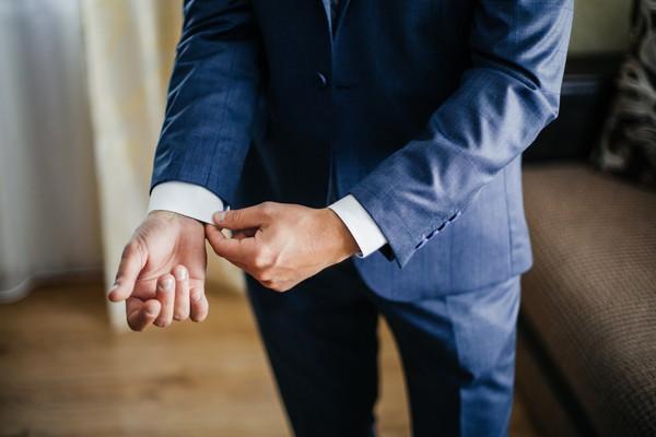 結婚式の立場別・会場別のスーツの選び方