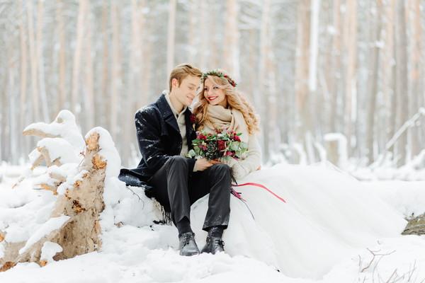 冬の結婚式のドレス