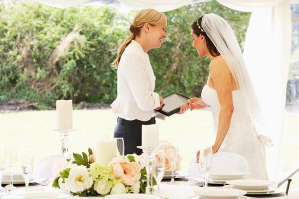 花嫁とウエディングプランナー