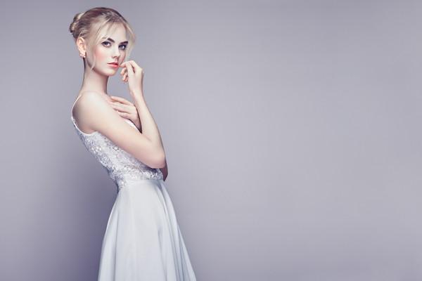 冬の結婚式の服装