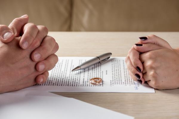 契約書とカップル